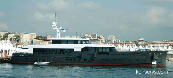 Военный кораблик в Каннах