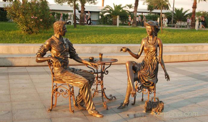 Памятник Ты и я в Батуми