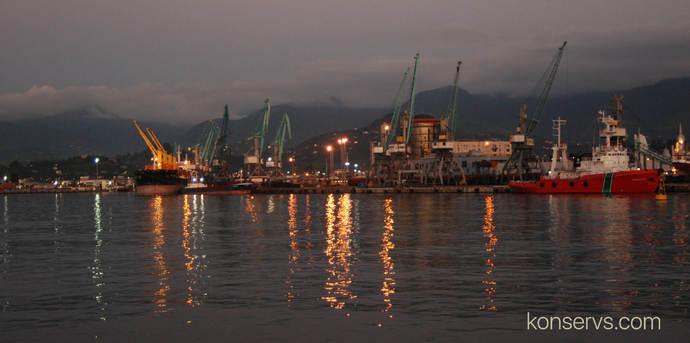 Вид на порт ночью