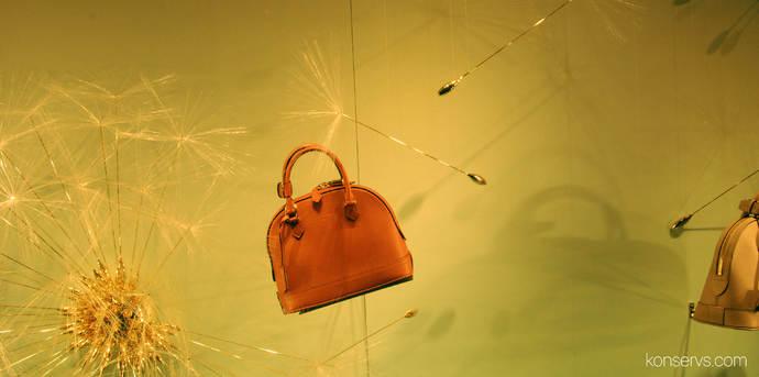 Витрина Louis Vuitton в Каннах