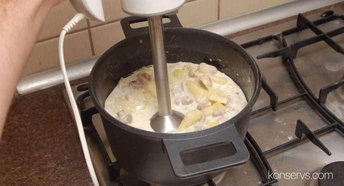 Перемалываем ингредиенты для крем-супа