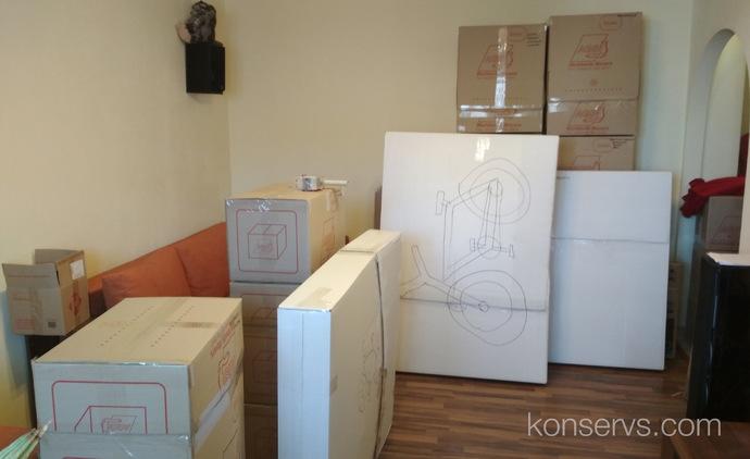 Наши вещи упаковали и отвезли на склад для отправки