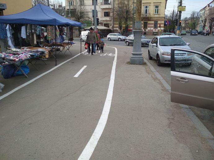 Базар и велодорожки в Черновцах